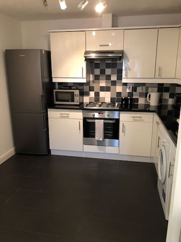 Clean, spacious and modern apartment in Brixton