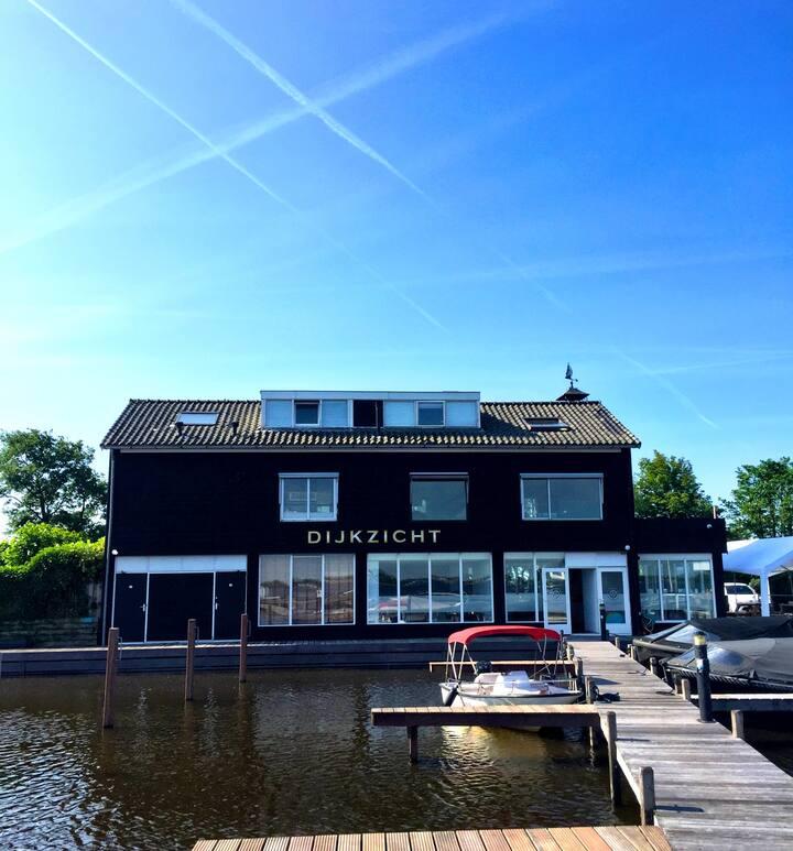 Prachtige woning direct aan het water/Loosdrecht