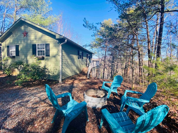 Lake lure cabin-Pups allowed! Close 2 boat rental
