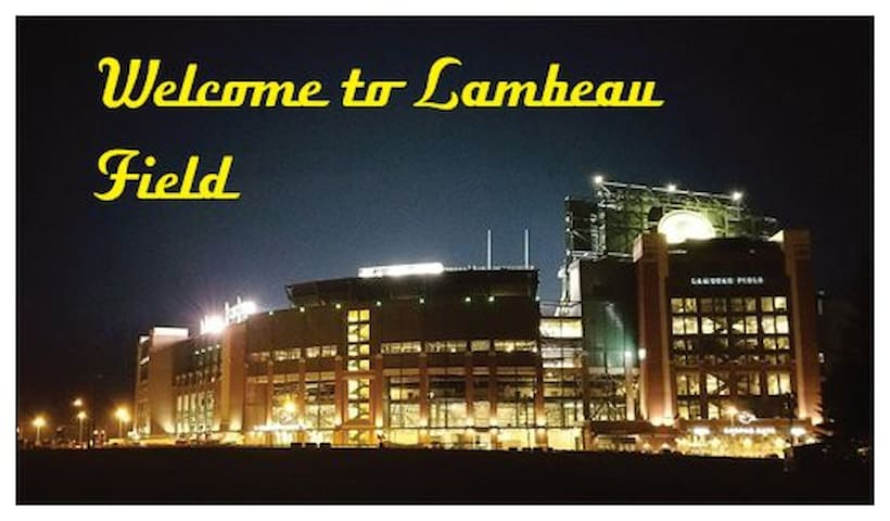 487 Steps from Lambeau Field - Green Bay