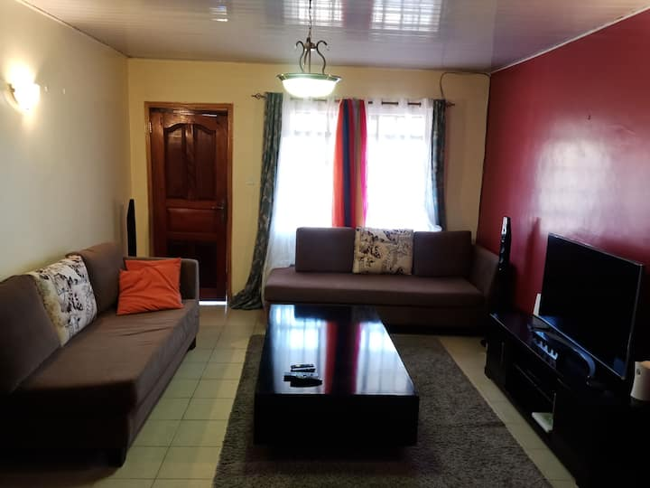 Private room near CBD, aiprorts and National Park