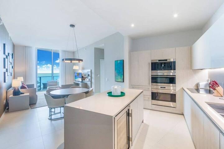Hyde Beach Resort Stunning 1 Bdrm Oceanview