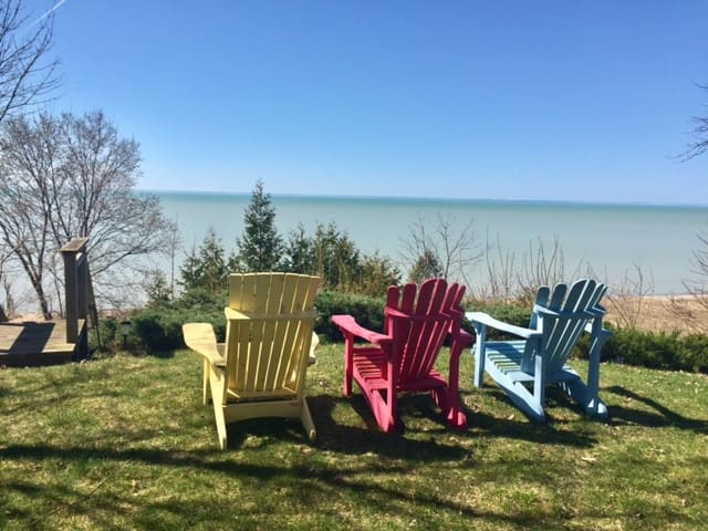 Charming lakefront cottage near Grand Bend