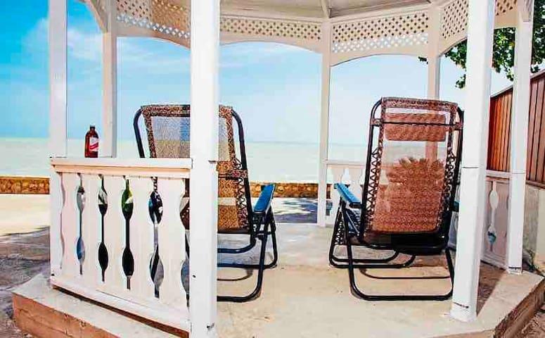Robbi's Beach House