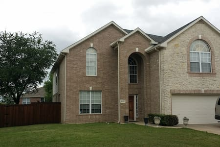 Two story 5-bedroom 2.5 bathroom home in Frisco - Frisco - 獨棟