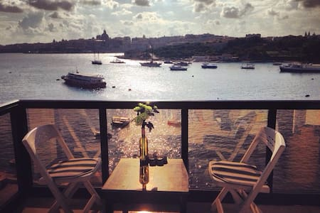 BREATHTAKING Sea & Valletta Views - Tas-Sliema - Apartment