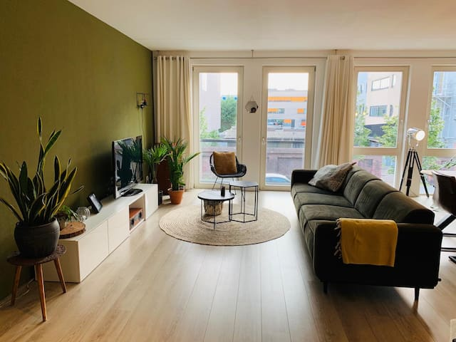 Cozy apartment next (90m2) to the central station