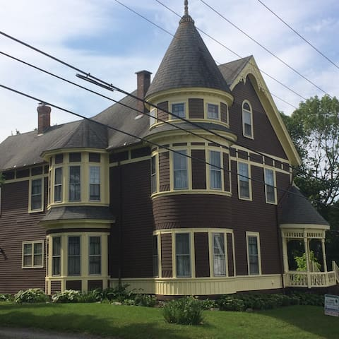 Grand Victorian of Ellsworth Maine, West Rm. Queen