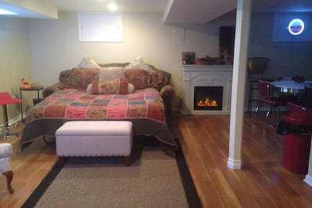 Near Midway  Airport Upscale Basm Apartment - Chicago - Casa