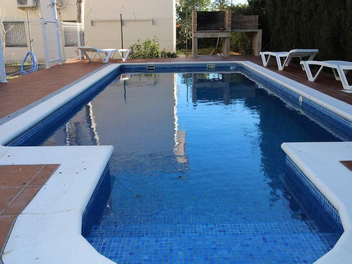CASA MARIANA,Ideal house for your holidays near the sea, free wifi, private pool, pets allowed, dog's beach.