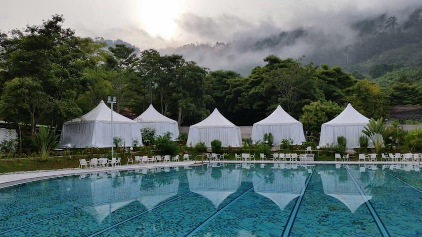 Benum Hill (Bed & Meals!) - Premium Poolside Tent - Raub - Telt