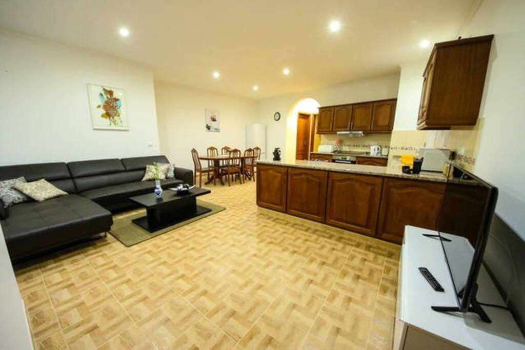 Open space with kitchen, living room and dinning place. Wireless Internet and cable TV.