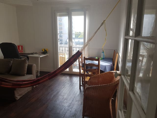 Apartment for 2 near Paris' Flea Market, 5th floor