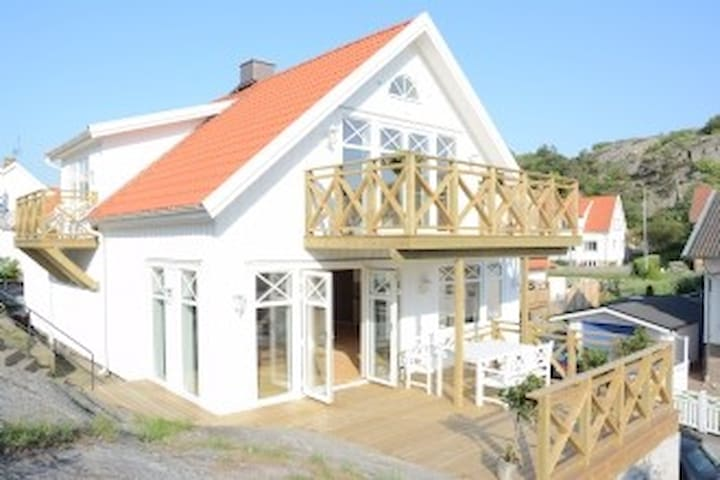 Archipelago house, seaview, central, renovated - Skärhamn