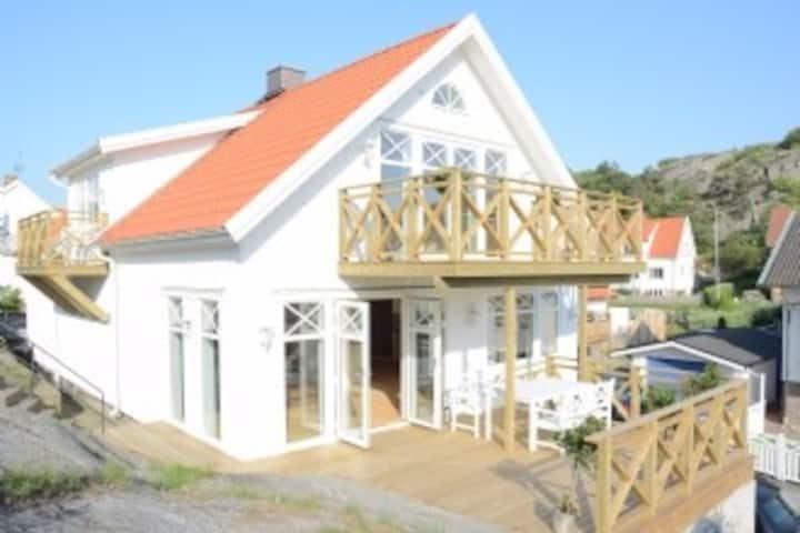 Archipelago house, seaview, central, renovated