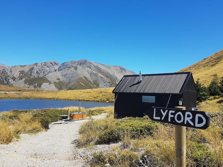 Mt Lyford - Lyford Hut , Lake Stella