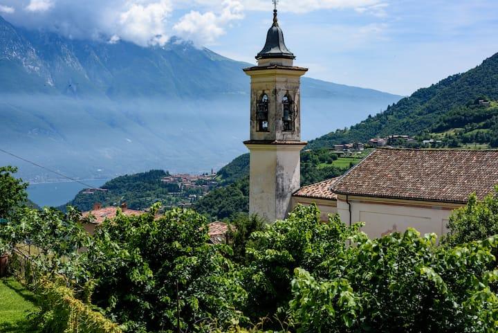 "Casa rustica vista lago di Garda ""Casa Piperita"""
