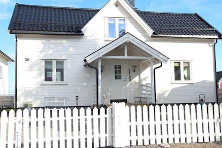 Lofoten - House by the sea - Kabelvaag