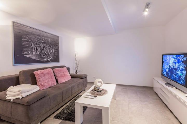 "Modern Vacation Apartment ""Schmuckstückchen"" with Mountain View & Wi-Fi; Parking Available"
