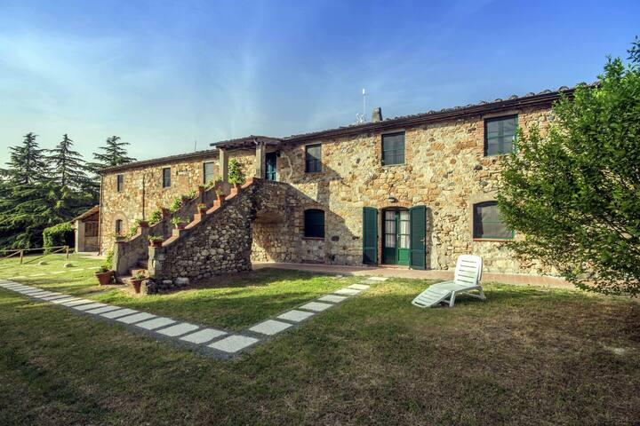 Nice Tuscan lodgings in a lovely farmhouse,D1