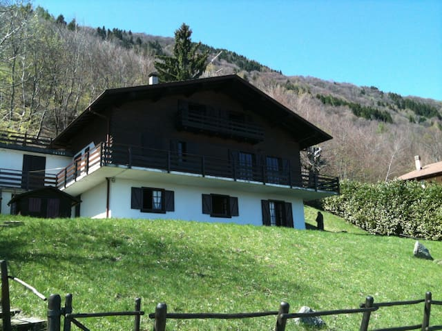 chalet on the hill with lake view - Casasco D'intelvi - Kabin