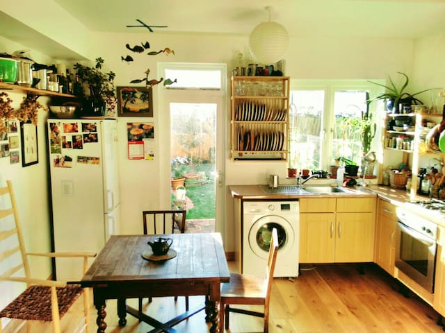 Cosy terraced house with woodstove - Londres - Casa