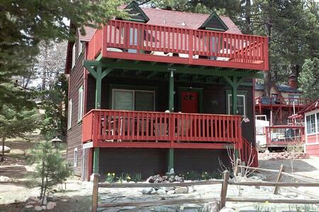 Cabin In Picturesque Lake Community - Green Valley Lake - Casa de campo