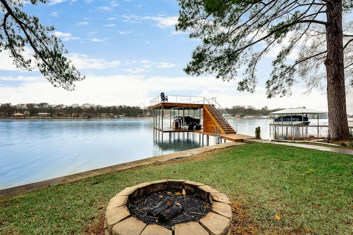 Lake House Getaway - Cedar Creek Lake!