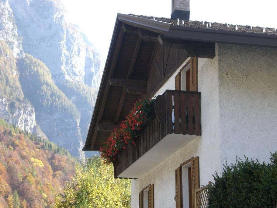 Casa la radi 39 s vacation homes for rent in cencenighe for Piani di casa di log di storia singola