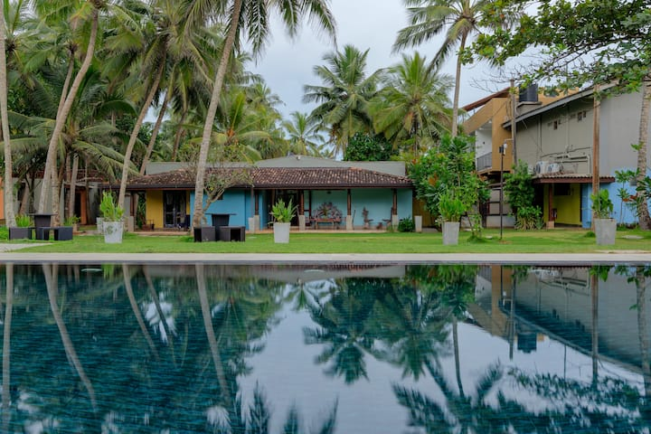 Wadduwa Beach Villas - Family Beach Cottage