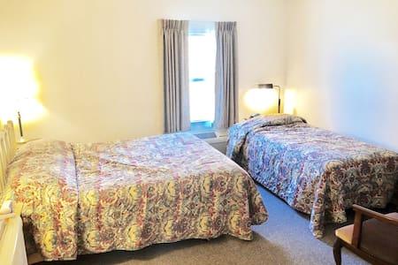 Bittersweet Inn   Room 4    ♥