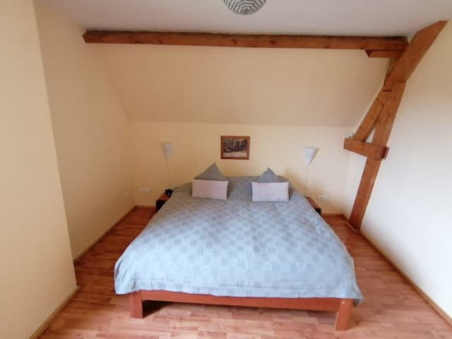 Master bedroom: Auping auronde 2m10 x 1m80