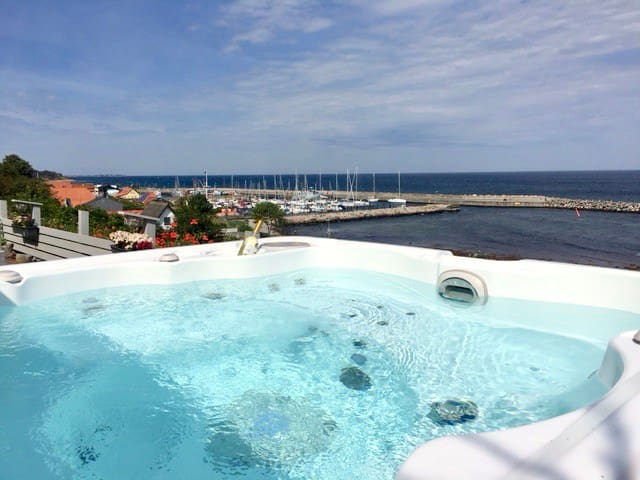 Jacuzzi  by the Sea!
