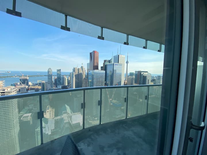 54TH FLOOR! Priceless CN Tower View 1 Bedroom Unit