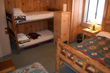 Rustic, Comfortable-LINENS PROVIDED-Tamarack Lodge - Bear Valley - Bed & Breakfast
