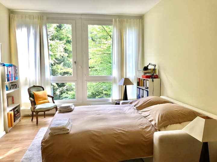 Charming large room in exclusive area