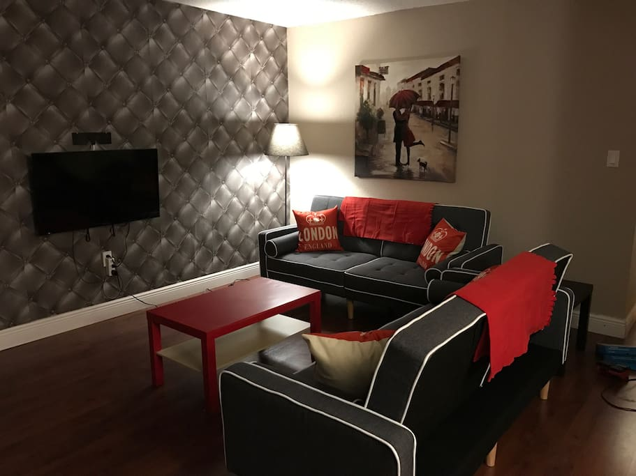 Livingroom TV with Soundbar Netflix, amazon prime, abc, TNT ESPN (5 Channels all live) and kodi for unlimited movies and basic cable. Sofas do convert to twin beds