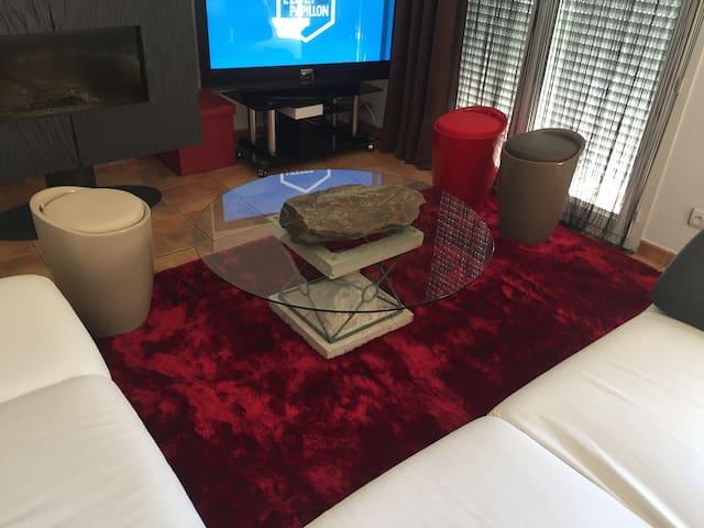 Chambre privée, à 10 min de TOULOUSE. Villa 200m2