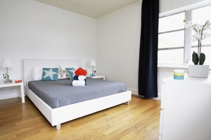 Designer One Bedroom One Bath w/Full Kitchen Sleeps (4) 801 Virtual A