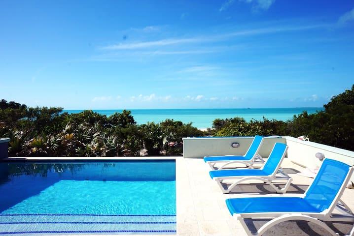 4BR Villa on Taylor Bay Beach, Beautiful Views