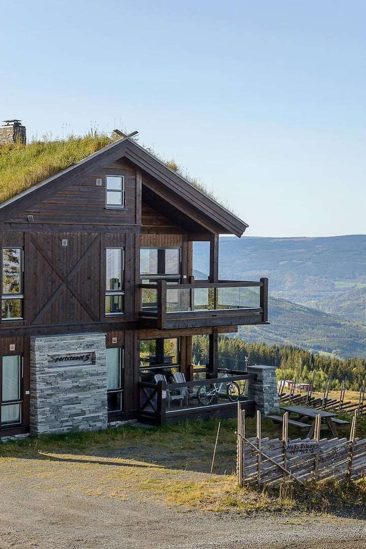 Large apartment with a unique location in Hafjell.