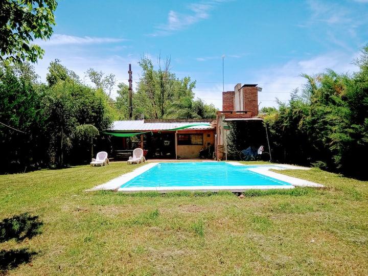Casa quincho y pileta la mejor ubicacion de Roldan