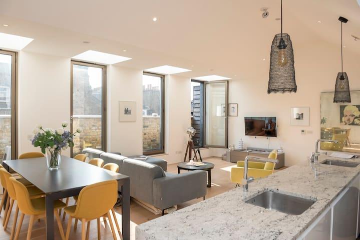 Bright Luxurious Duplex Apartment - Oxford Street