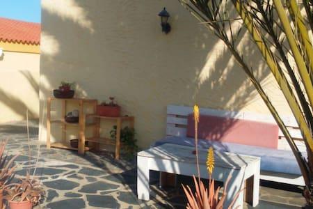 Casa soleada en La Pared - La Pared - Ev