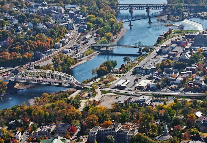 Located just 90 miles west of NYC, and 90 miles north of Philadelphia we are an easy ride from many regional attractions.  Easton offers an small urban setting that feels like a great & relaxing get-away anytime.