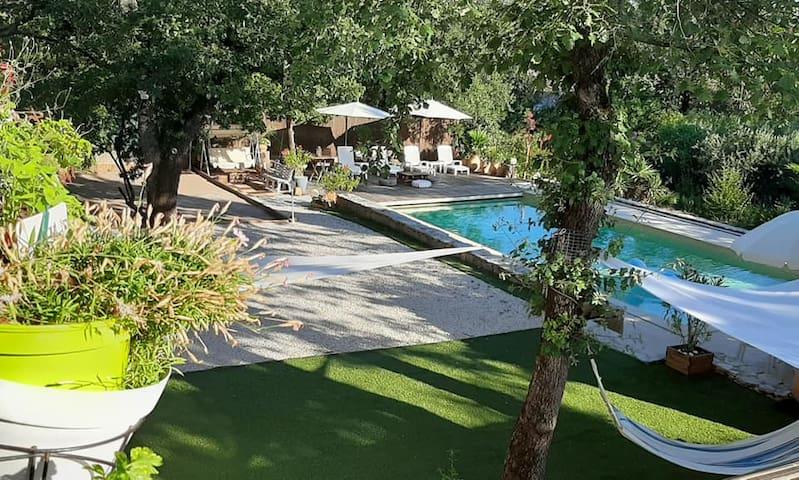 Bel appartement dans haut de Villa Provençale