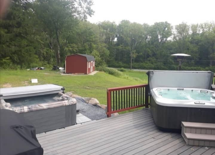 2 Hot tubs/XL firepit/Gameroom/Private/Location!!