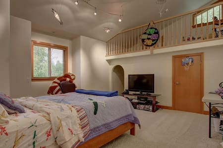 "Lake Front Luxury- ""Marc's Room"" - Big Lake"