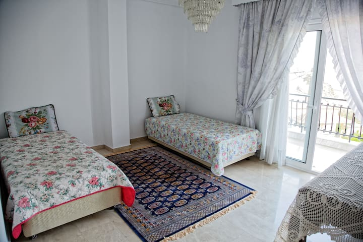 Bedroom with 2 separate beds (2nd floor)