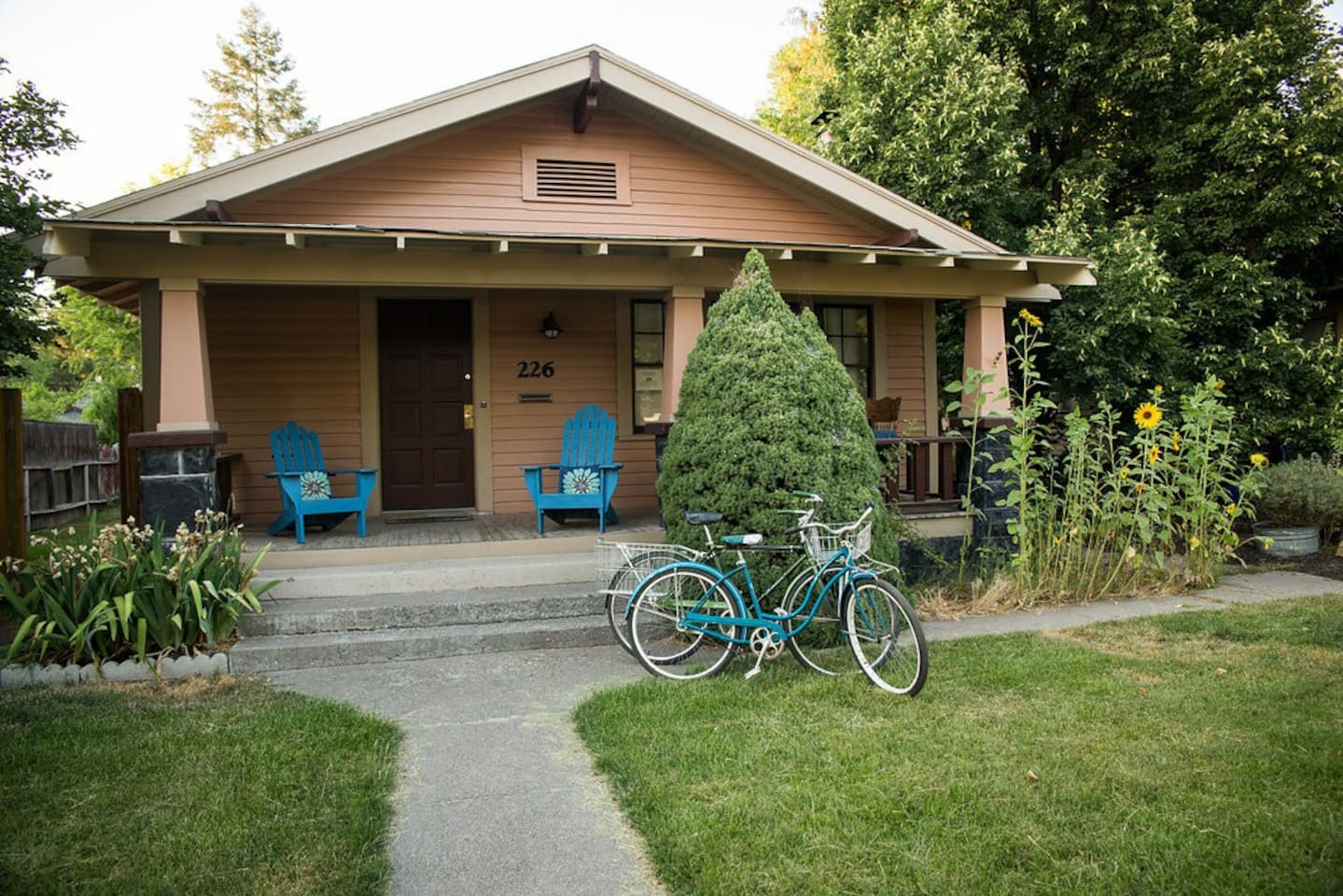 Welcome to the Historic Cozy Craftsman! We would love to share our home with you while you explore Bend.
